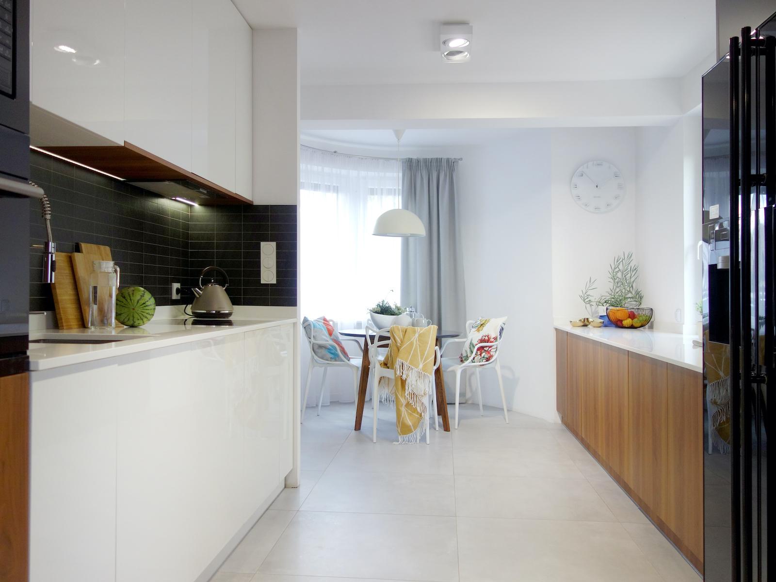 13 projektant wnetrz R056 dom dabrowa gornicza kuchnia zabudowa meblowa biale fronty lodowka side by side