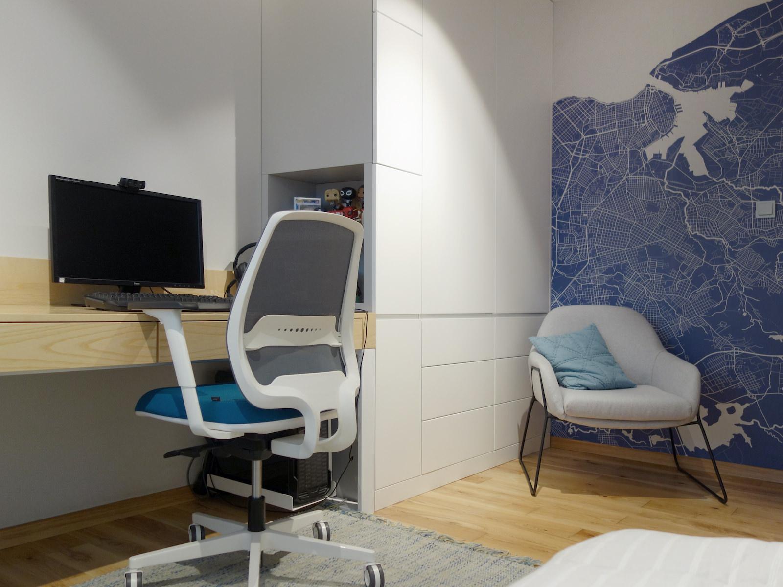 14 projektowanie wnetrz R034 dom katowice pokoj chlopca tapeta mapa na scianie kacik do nauki biurko w zabudowie meblowej