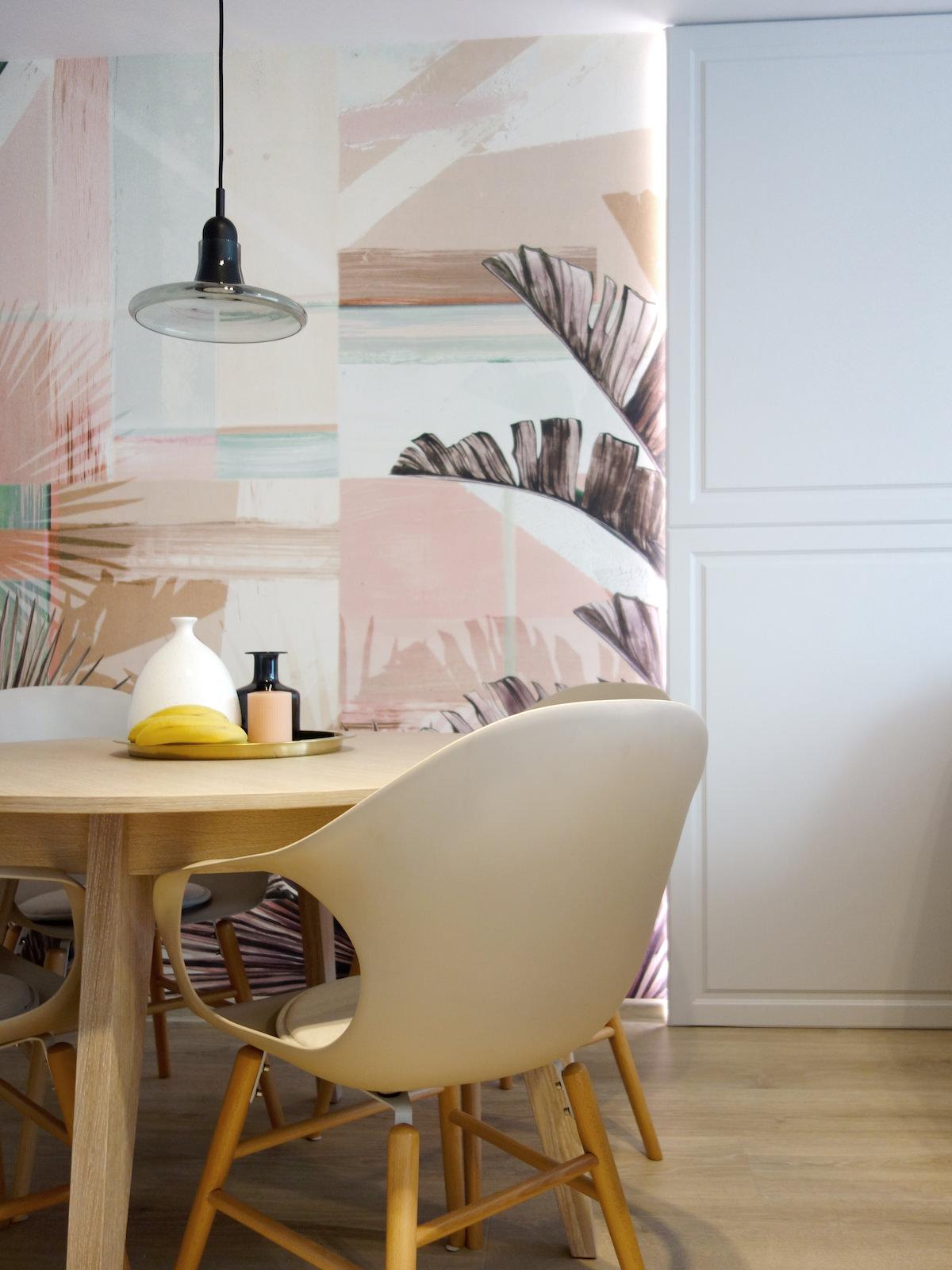 2 architekt wnetrz R078 mieszkanie siemianowice slaskie jadalnia okragly stol tapeta liscie wall deco zabudowa meblowa frezowana