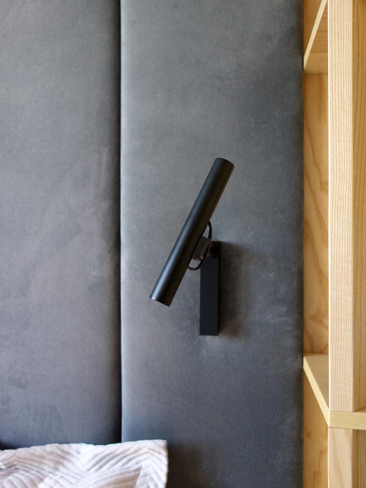 6 projektowanie wnetrz R034 dom katowice sypialnia detal zaglowka kinkiet na zaglowku