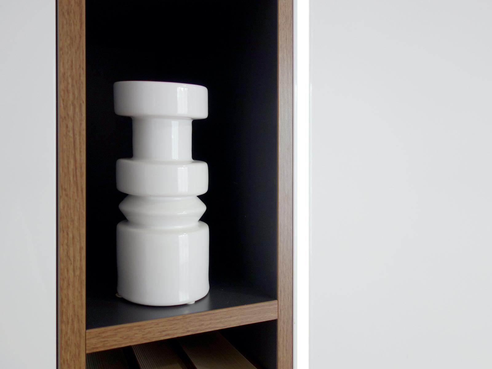 7 projektant wnetrz R056 dom dabrowa gornicza detal polka bialy wazon
