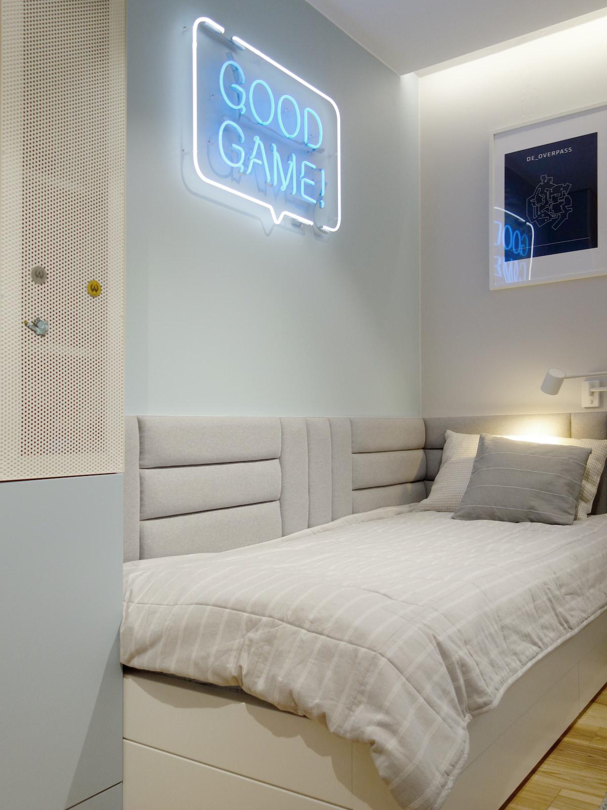 8 projektowanie wnetrz R034 dom katowice pokoj chlopca lozko z zaglowkiem good game neon
