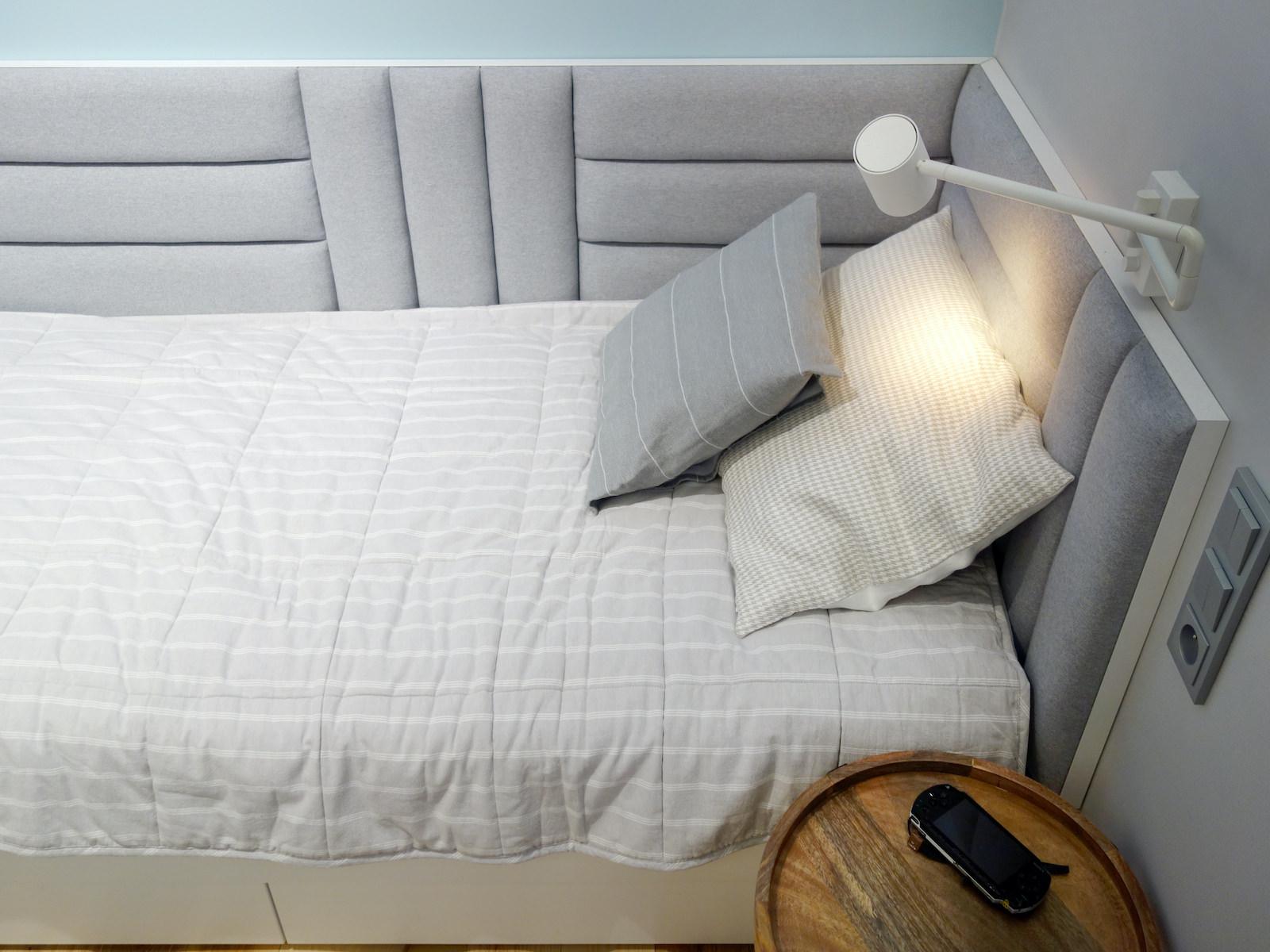 9 projektowanie wnetrz R034 dom katowice pokoj chlopca lozko do spania szary zaglowek na scianie